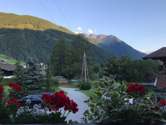 Kals am Grossglockner, Austria: Utsikt från vår balkong.