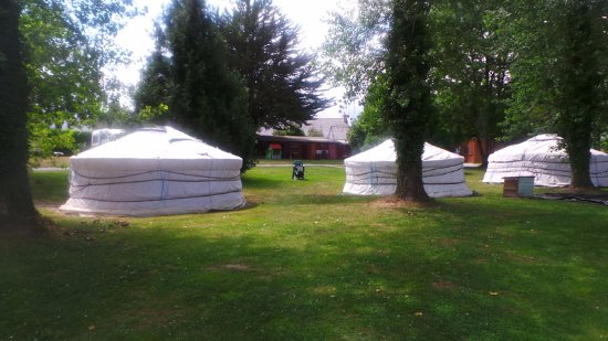 Village de yourtes plancoet frankrig campingplads for Dette exterieur