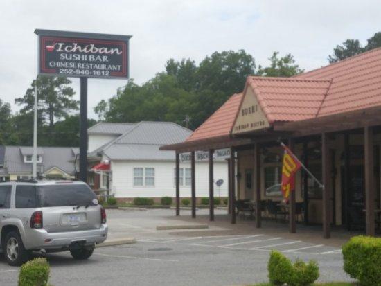 Chocowinity, Βόρεια Καρολίνα: Front of Ichiban Bistro Restaurant, parking in front, side and back of restaurant.