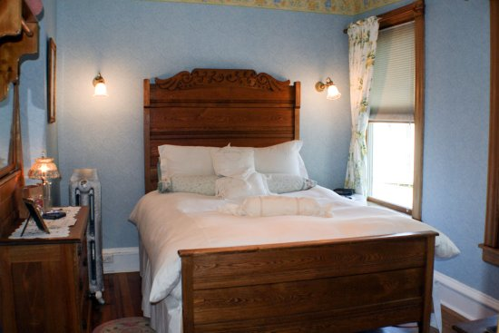 Ludlow, VT: Comfortable queen in the main inn