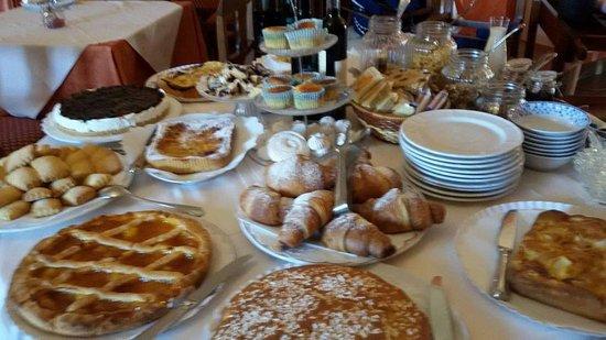 Serrungarina, Italien: Colazione