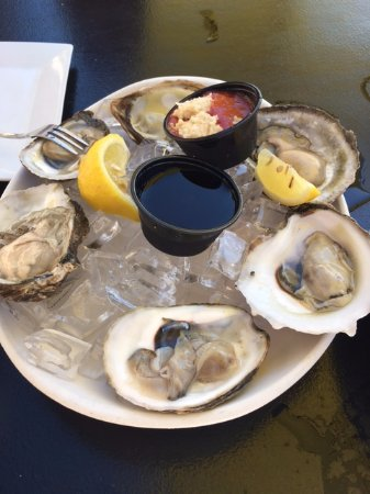 Revere, MA: Oysters... fresh