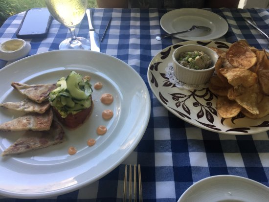 Siasconset, Массачусетс: Bluefish pate + tuna tartare - both great!