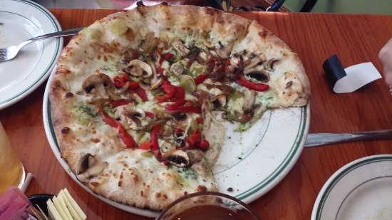 Montrose, CO: Another friend ordered this pizza. Not sure what it's called. Nice crust on it, and very colorfu