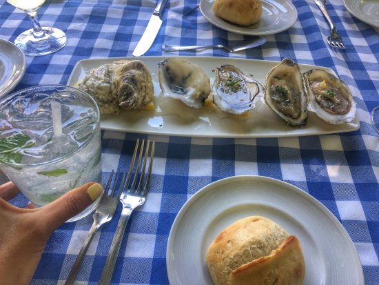 Siasconset, Массачусетс: Oysters- can't start a meal without them!