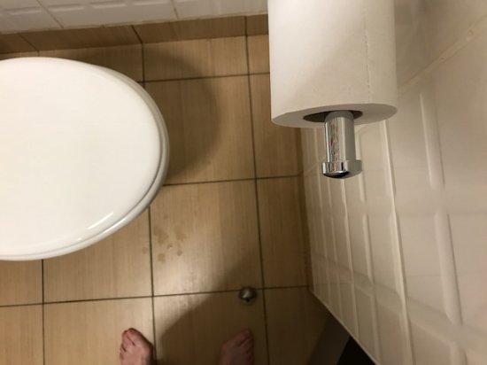 Mcgettigan's Hotel Letterkenny: Just a bit tight!!