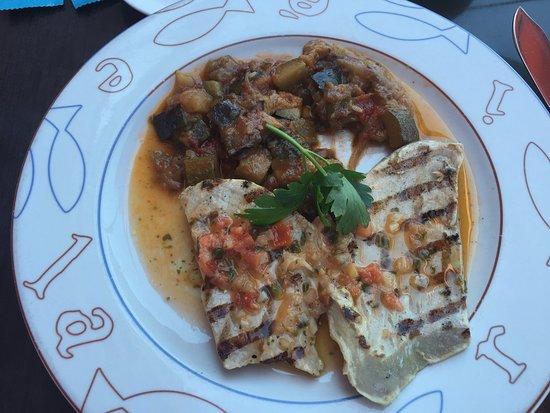 Gonesse, France: thon mi cuit