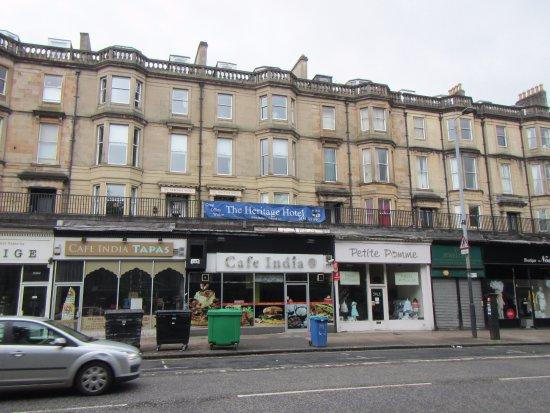 The Heritage Hotel: L'entrée de l'hôtel est située sur une terrasse inaccessible en voiture.
