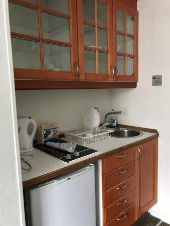 Ascot Apartments: Ascensor Rescatado Del Titani, Necesitan Reforma Los  Apartamentos.