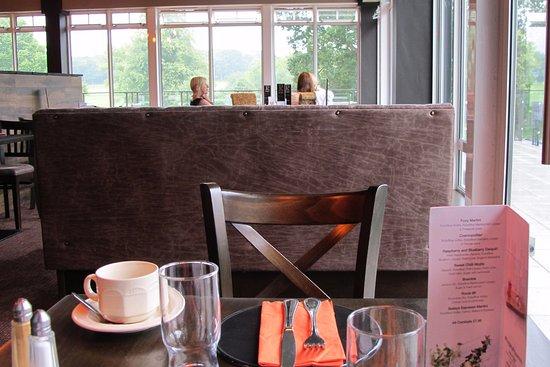 Craigavon, UK: Comfortable, main, dining area.