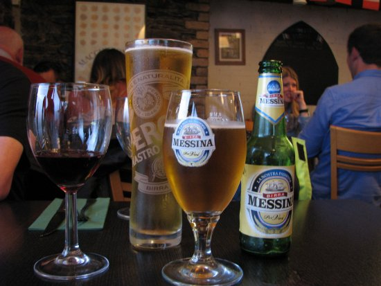 Laxey, UK: Authentic Italian Beer & wine at the Mona Lisa