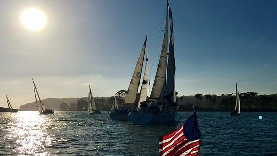 "DANA POINT Yacht Club ⛵️Sailboats returning to the HARBOR, (Thurs Night ""🍺Beer Can"" Race)!"