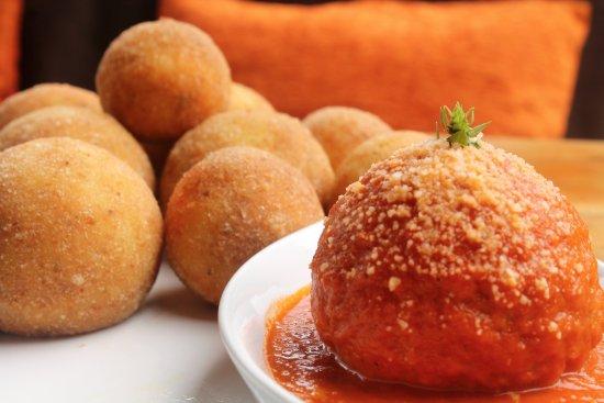 Pronto Italian Street Food : Arancini flavors: Pesto, Bolognese, Portobello Mushroom, Ham & Cheese, Veggie