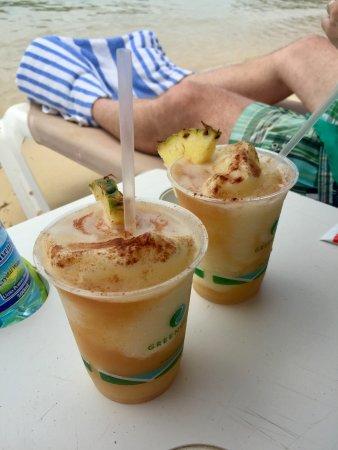 Cul de Sac, St. Maarten-St. Martin: Karibuni bar pina coladas