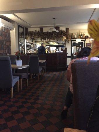 Stourport on Severn, UK: Skønt måltid, vanvittigt venligt personale og et dejligt udvalg af øl! Og så er der en pub-hund,