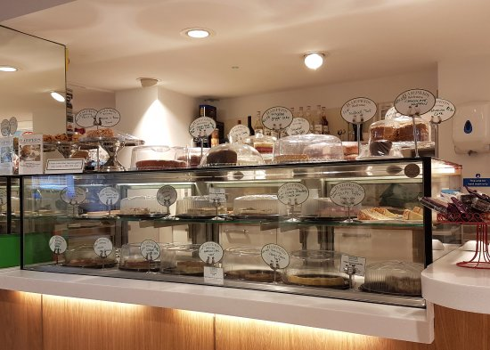 Luton, UK: Harpers Food - Cake Counter