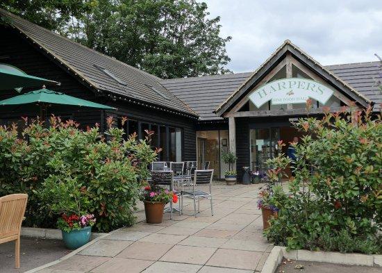 Luton, UK: Harpers Food