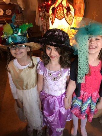 Bellwood, PA: Little lady tea party