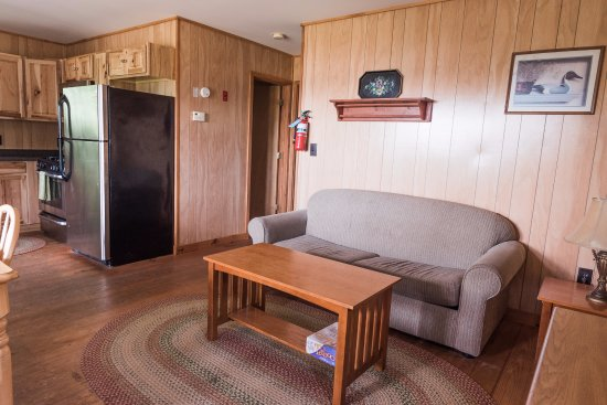 Piseco, NY: Comfortable living areas in every cabin