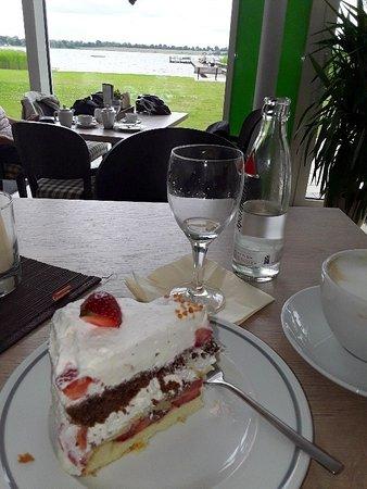 Klingberg, Tyskland: Torte mit Blick auf den See