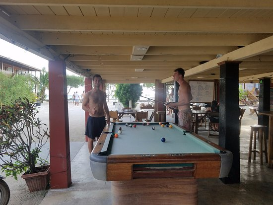 Utila, Honduras: Here's the pool table that is next to the bar and restaurant area.