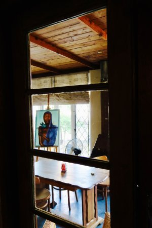 Calitzdorp, South Africa: artists studio behind lobby?