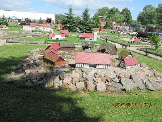 Gierloz, Poland: Miniatury budowli