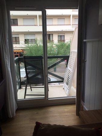 Apartamentos Pierre & Vacances Haguna: Vue du balcon côté avenue