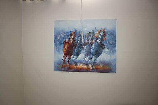 Hofn Inn : Horse racing!