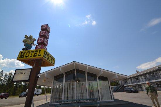 Dude/Round Up Motel: hotel lobby