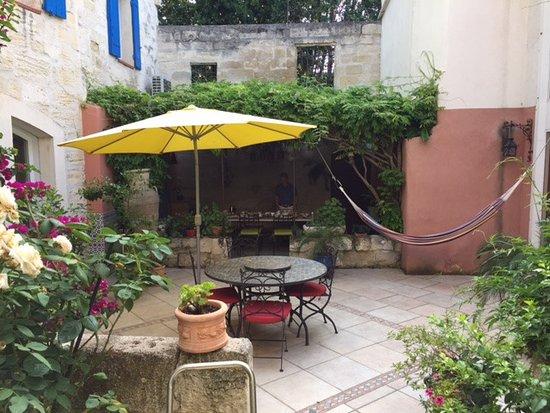 Le Clos du Rempart : courtyard