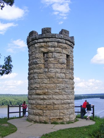 Dubuque, IA: The memorial and the view beyond.