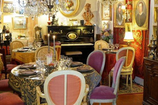 La Perriere, France: Le restaurant et salon de thé