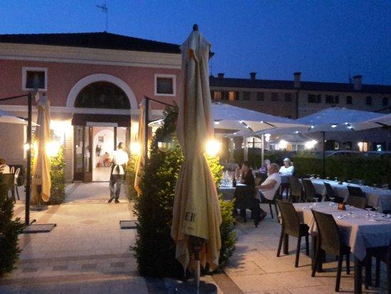 Monastier di Treviso, Italia: TA_IMG_20170719_212711_large.jpg