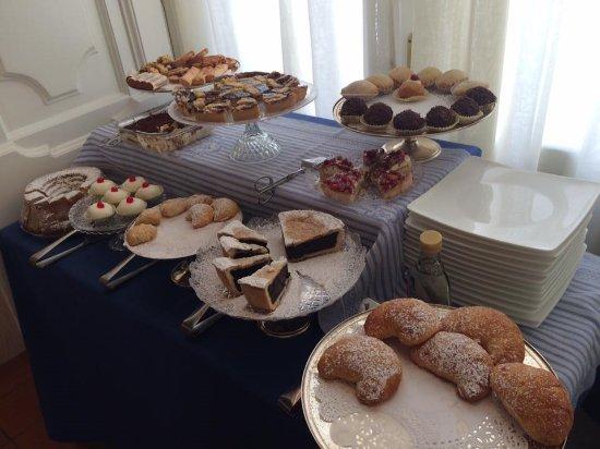 Maison Tofani: Breakfast cake