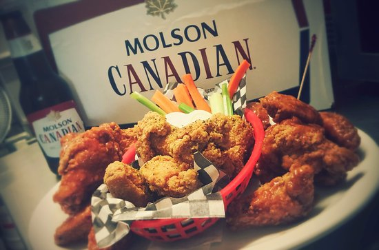 Lindsay, แคนาดา: Save $6 with our 3LB CHICKEN WING PLATTER! Choose any combination of any sauces! Only $30+tax