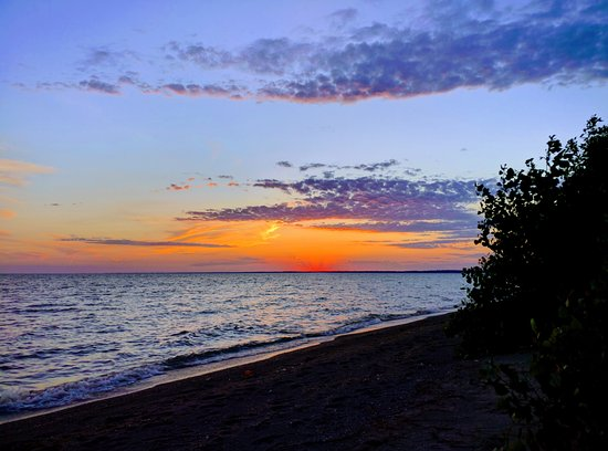 Point Pelee National Park: Lake Erie offers great sunsets when conditions are right