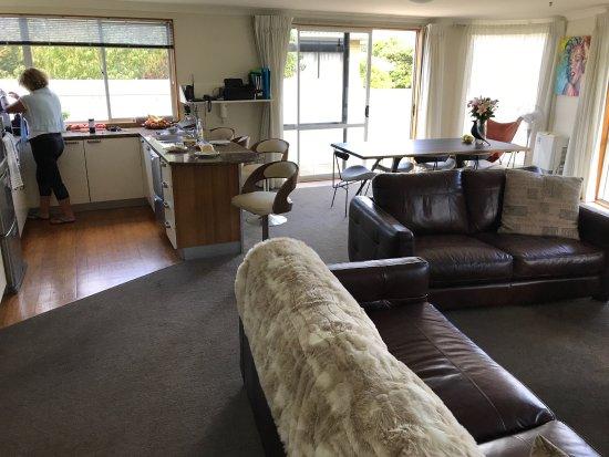 Belle Mer Beachfront Apartments: Open plan kitchen, dining living area