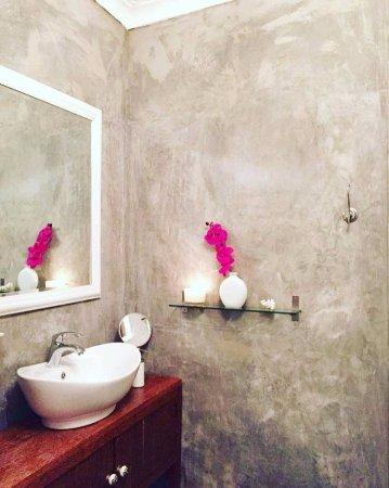 Amans Hotel: Bathroom