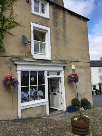 Middleham, UK: Ann Clarke Antiques & Collectable