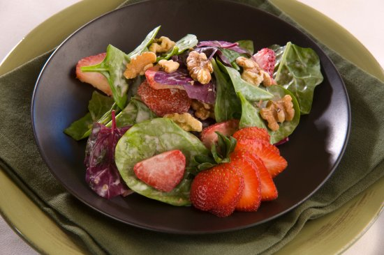 Canyon Breeze Restaurant: Strawberry Heirloom Spinach Salad