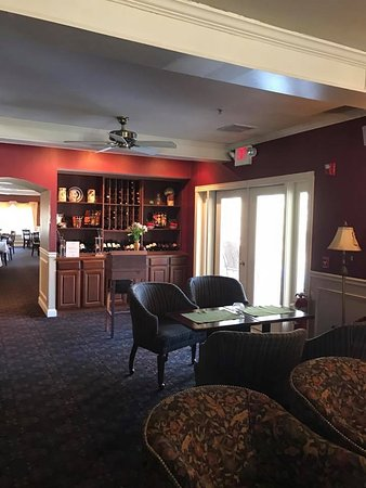 Jackson, NH: Great lounge area for relaxing or casual dinner