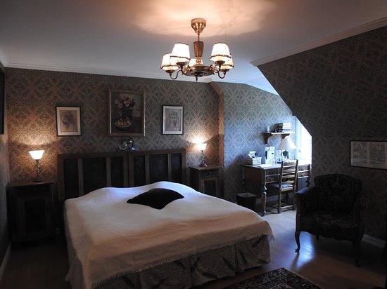 Lagan, Sweden: Sweden enroute to Stockholm. Toftaholm Manor, Room with modern bath.