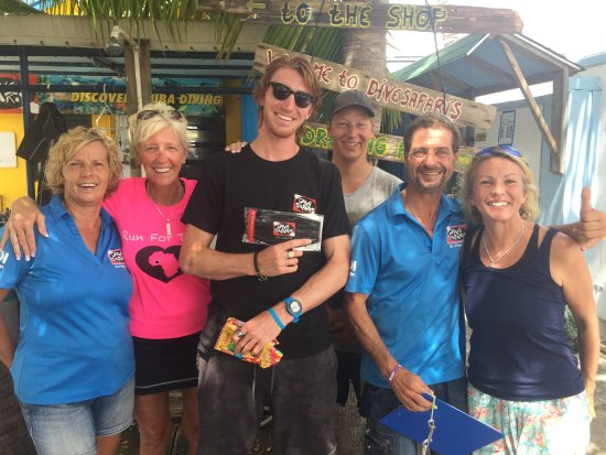 Simpson Bay, St. Maarten/St. Martin: Henry and Helmie in blue. Others are studying for Dive Master Instructor certification