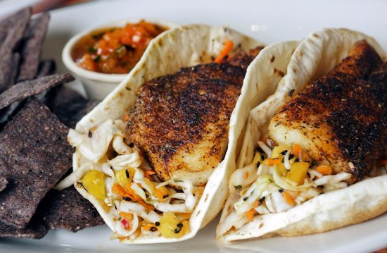 Bay Saint Louis, Μισισιπής: Simmons Delacata Style Blackened Catfish Tacos with Mango Mint Coleslaw