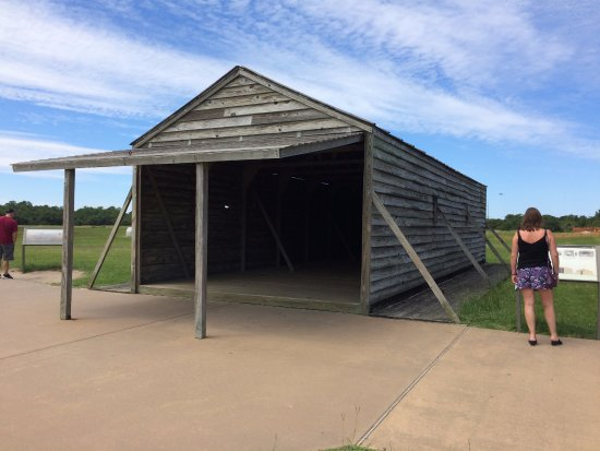 Wright Brothers National Memorial: Replica shed