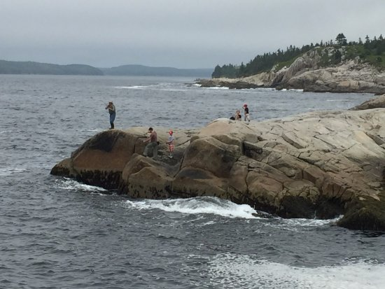 Prospect, Kanada: A family out fishing for mackerel.