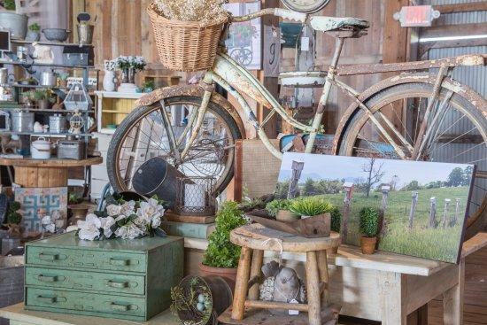 The Barn at Creekside Farm : Vintage, Fresh Picks and Cool Junk