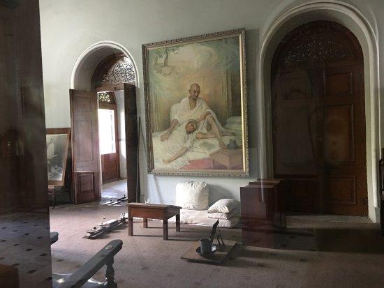 Aga Khan Palace: photo1.jpg