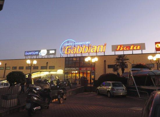 """Centro Commerciale """"I Gabbiani"""""""